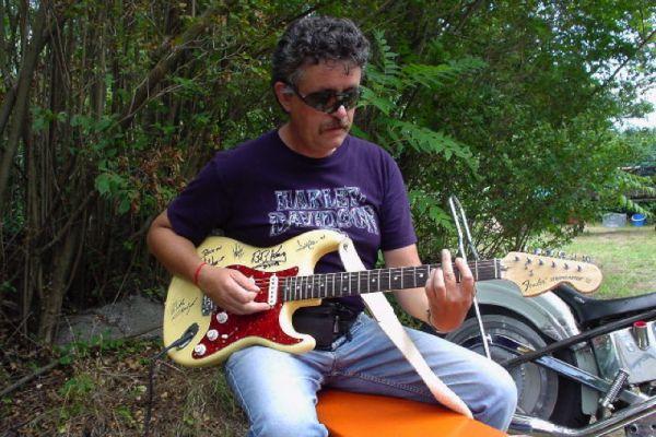 consi-alla-chitarra9A37B3E2-0317-81E5-7DBF-E69A51F83431.jpg